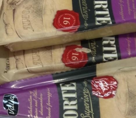 Твердый итальянский сыр Valio Forte 180 г
