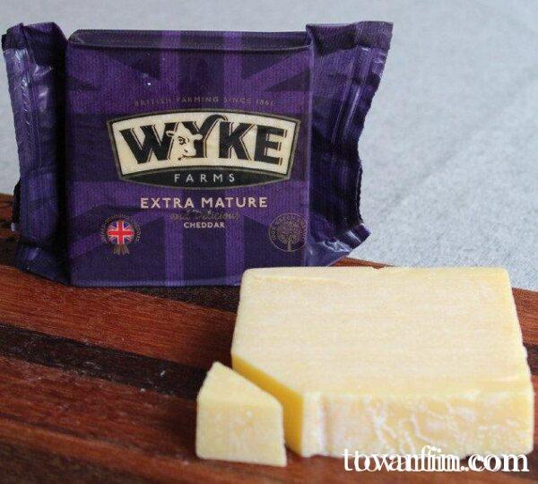 Сыр Чеддер Wyke Farms Extra Mature Cheddar 200g